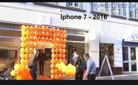 Morgen køen udenfor Applebutikken i Viborg da iPhone 7 blev sat til salg.......