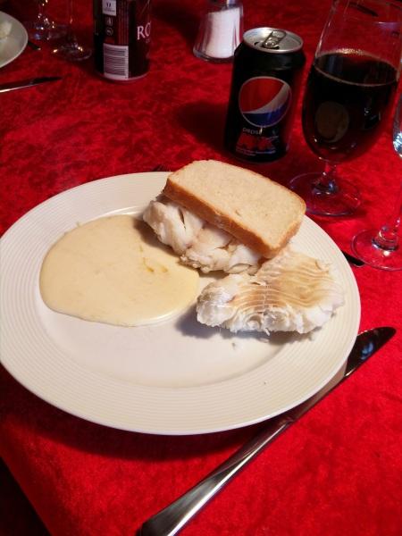 Torsk med hvid sovs og brød