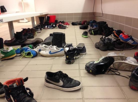 Gulvet i omklædningsrummet i svømmehallen når der er påskeferie :-)