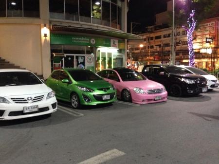 Meget lyserød automobil