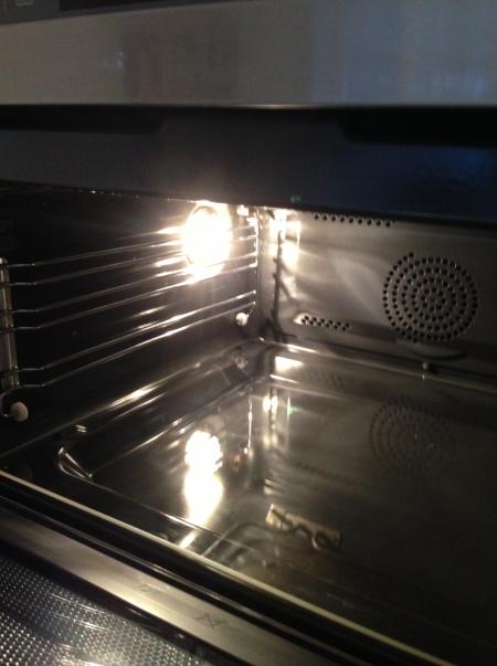 Og jeg troede jeg var hysterisk... Nogle af vores venner har denne ovn - og den *har* været brugt!